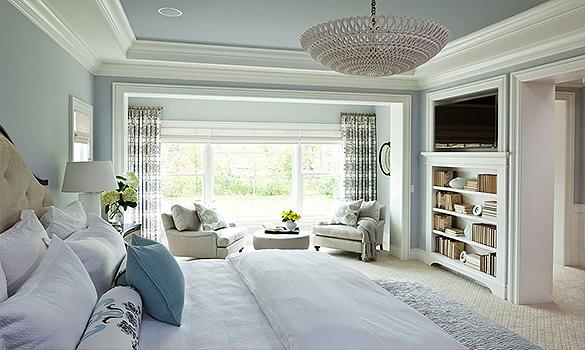Klasikinis-novatoriskas-miegamojo-interjeras-sviesu-lengva-subtilu-minimalu-lubines-juostos-5