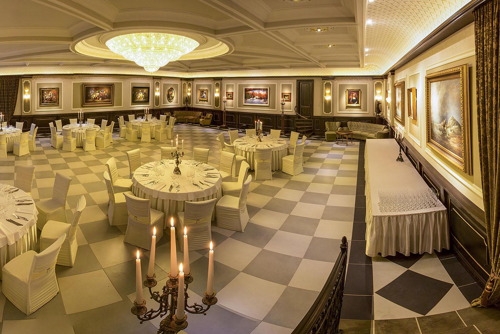 Prabangaus-klasikinio-stiliaus-pobuviu-sale-Belmonte-su-Classic-Line-Decor-apdailos- juostelemis-lipdinia