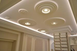 Lubines-rozetes-nestandartinis-apsvietimas-dekoratyviniai-lubu-sviestuvai-Classic-Line-Decor